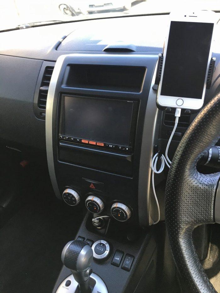 スマホを車のエアコンに取り付け