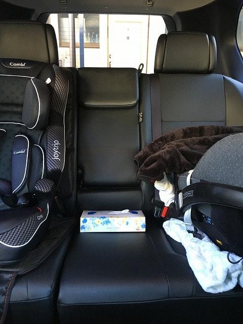 SUVにチャイルドシート2台